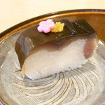 araki 8823 - お凌ぎ 鯖寿司 お花の形の飾りが可愛い♪