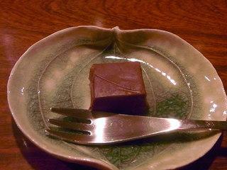 Bar ISLAY - チャームは自家製生チョコ クセのあるウィスキーとフランスの塩を使用