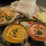 インドネパールレストラン ドゥルガ 芝大門炭火ホルモン焼 夏冬 - ドゥルガ野菜セット800円、カレーはバターチキンと海老!