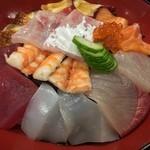 活兵衛 - ランチタイムの海鮮丼♪