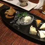 46536994 - チーズの盛り合わせ