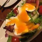 アズーロ - 特製サラダは、ポーチドエッグが最高