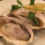 46538746 - 殻付き牡蠣の蒸し焼き(290円×2)