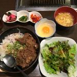46541447 - 牛すじ丼 500円(税込)  生卵トッピング +50円(税別)                         卵スープ、サラダ、ドリンク、おかわり自由です。