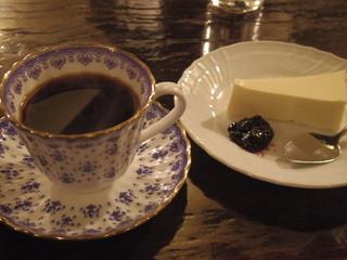 茜屋珈琲店 - ブレンドコーヒーとチーズケーキ
