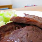 牛たん料理 雅 - たんは厚みがある