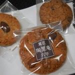 陶里庵 - 料理写真:ナッツクッキー 162円、アーモンドクッキー 105円、チョコチップクッキー 105円