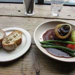 トリトンカフェ - 煮込みハンバーグ&パン