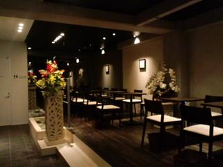 カフェ ルンバルンバ - モダンな店内