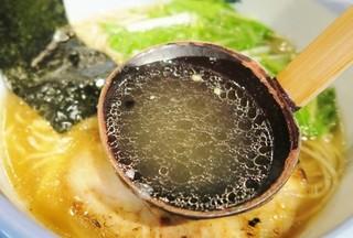 AFURI 中目黒 - 淡麗スープ持ち上げ