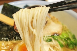 AFURI 中目黒 - 麺の持ち上げ