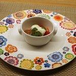 キュイジーヌ コリエドール - チョコレートムースと赤いフルーツ、牛乳ソルベ添え