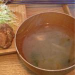 パタタ食堂 - 大根メインの味噌汁。味は良いのに温くて残念