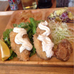 パタタ食堂 - 牡蠣フライとタルタルソースの相性は最高です