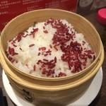 46557983 - 【2015年12月】麻婆豆腐についてる、紅麹飯のアップ。
