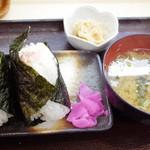やまと屋米食堂 - おむすびセット(500円) チーズとベーコンとツナマヨ