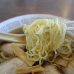 平安食堂 - 中細麺は軟目の茹で上がり