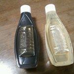 船橋屋 - 黒蜜は豆寒天、白蜜は苺ミルクあんみつにかけて頂きます。