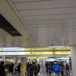 46566540 - サクッと駅改札をスイスイSuicaで通過。