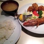 キッチンよしむら - ランチの有頭海老フライ&帆立フライ&牡蠣フライのセット(990円)