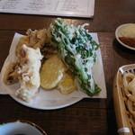 エムケーカフェ&ものくらす - うどんセットの天ぷら