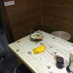讃岐うどん がもう - 蒲生うどん(香川県坂出市加茂町)貴重な店内テーブル席