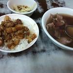石精臼牛肉湯 - 牛肉スープと魯肉飯