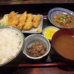 太平山酒蔵 - イカフライ定食+煮込み