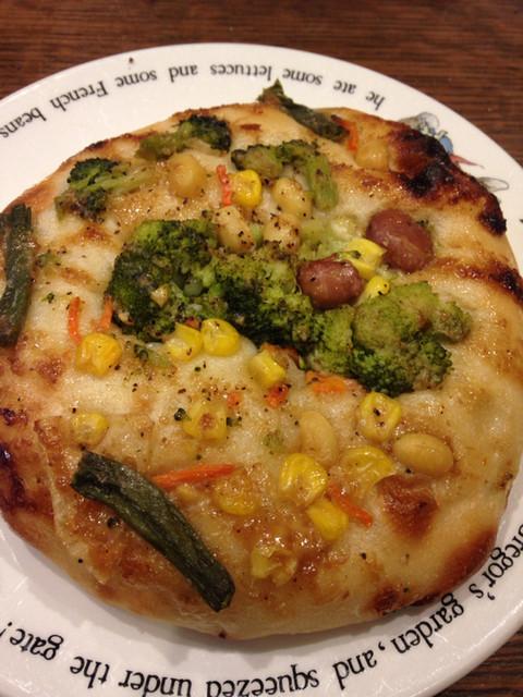 ブーランジェリー 14区 - 野菜とゴマソースのフォカッチャ@220円 でかい!