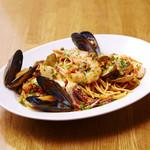 ナポリ風 魚介とチェリートマトのリングイネ