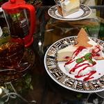 太陽ノ塔 - 紅茶とベリーのレアチーズケーキ