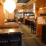 大富士 - ゆったりとした店内も食事どきになると大賑わいに。