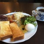 46581174 - ブレンドコーヒー390円とバタートーストセット