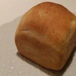 マツザカ デリカテッセン ミートアンドベジタブルズ - 松阪牛のカレーパン