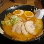 雪あかり - 味噌ラーメン(¥864−)味玉(¥113−)