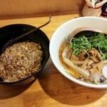 中華そば de 小松 - 正油中華と黒炒飯セット