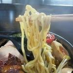 トラガス - 自家製極太麺はもちっとした面白い食感。