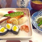 Uwoharu - ランチタイムのにぎり定食