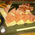 46593818 - 豊後牛と地鶏の炭火焼き。お肉がとろける美味しさです。多すぎて高級焼き肉屋さんに来たみたいです。