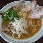 瓢華 - 中華そばチャーシュー。鶏ガラ醤油。チャーシューの味付けは控えめで中華そばとの相性もナイス
