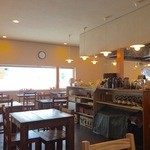 忍庵 - カフェの様なお洒落な店内です。