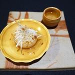 日本料理 楮山 - カブの含め煮、揚げた葱、白髪ねぎ   カブのスープ