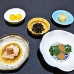 日本料理 楮山 - ほうれん草の胡麻和え   あん肝   ひじき煮   金柑の蜜煮   りんごのガリ