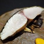 日本料理 楮山 - 鰆の塩焼き  茸のソテー、人参のピュレ