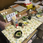 須崎食料品店 - 須崎食料品店(香川県三豊市高瀬町上麻)特製醤油・薬味・卵のテーブル