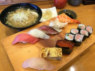 すしだるま - 竹 1400円と、あら汁味噌汁 200円