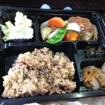 マル - 料理写真:豆腐ハンバーグのお弁当です。