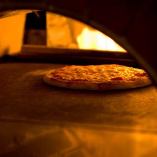 400℃のピザ釜で焼くもっちもちの自家製ピザ