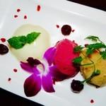 Osteria Gru - パンナコッタ(ラム風味)2種のアイス添え