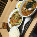 よ志乃 - 肉野菜炒め定食(^∇^)